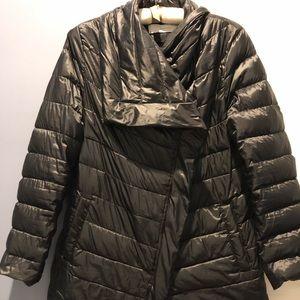 T. TAHARI Barely worn puffer coat